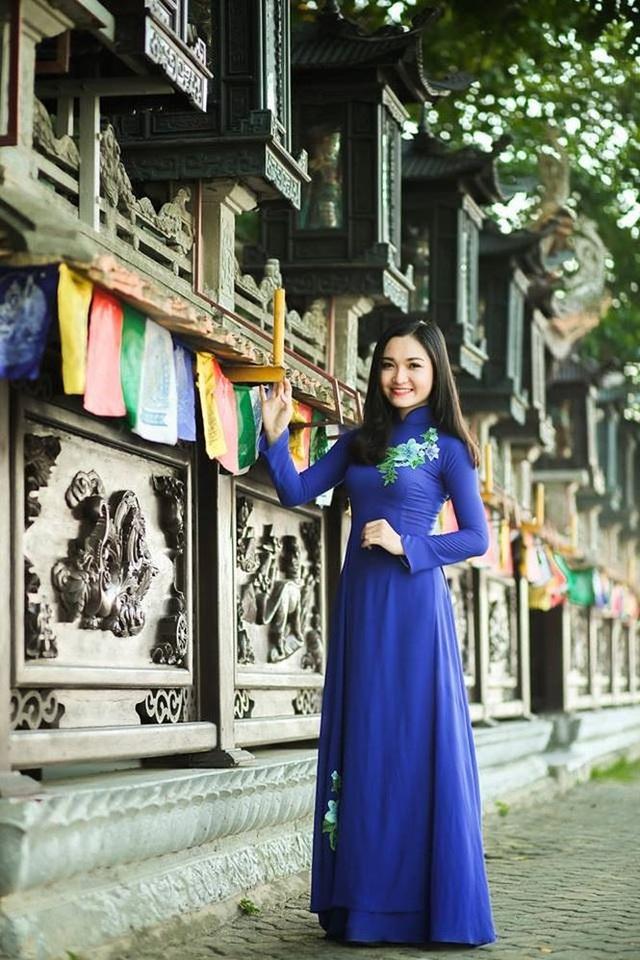 Với ngoại hình xinh đẹp và luôn năng nổ trong các hoạt động trường lớp, Nhật Linh được thầy cô, bạn bè rất yêu mến.