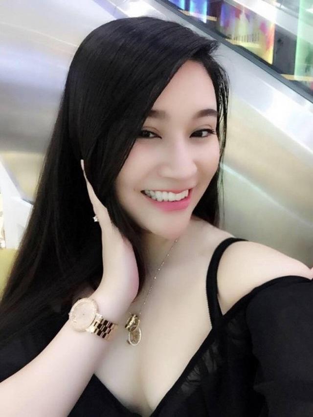 Bạn gái tin đồn Cao Thái Sơn sinh năm 1993, sở hữu nhan sắc xinh đẹp, thân hình gợi cảm.