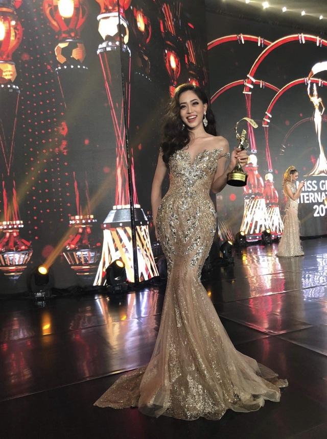 Phương Nga tươi tắn sau đêm Chung kết Miss Grand Intetnational 2018.