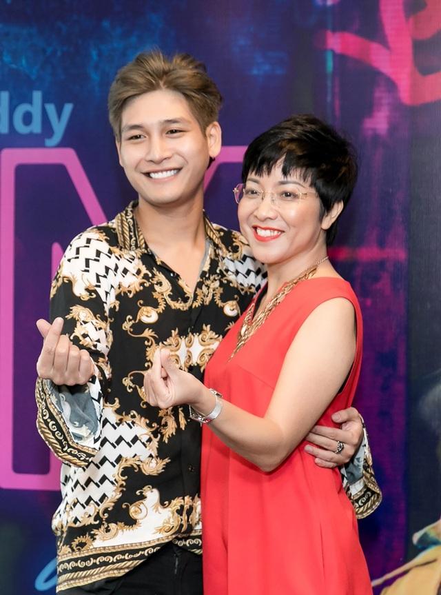MC Thảo Vân bất ngờ là người đảm nhận vai trò dẫn dắt trong chương trình. Đây là dịp hiếm hoi cô thể hiện vai trò MC tại sự kiện ở Sài Gòn.