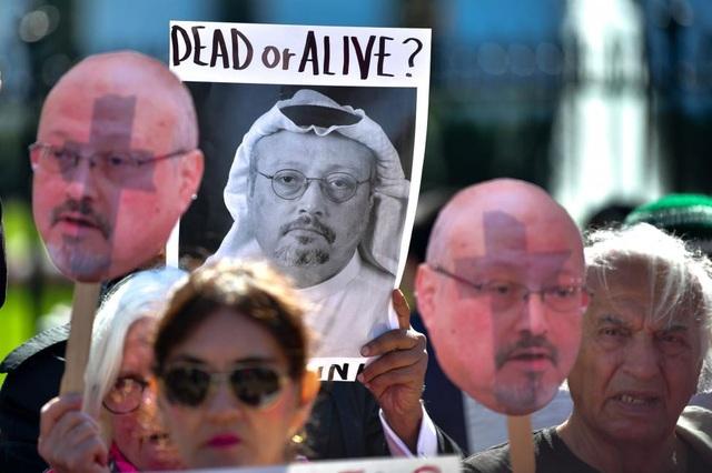 Người biểu tình đòi làm rõ cái chết của nhà báo Khashoggi tại Mỹ (Ảnh: UPI)