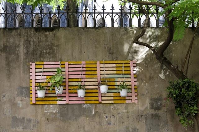 Đây được gọi là công trình vườn hoa thanh niên, do Đoàn TNCS Hồ Chí Minh, phường Hàng Trống phối hợp cùng địa bàn dân cư số 5 thực hiện.