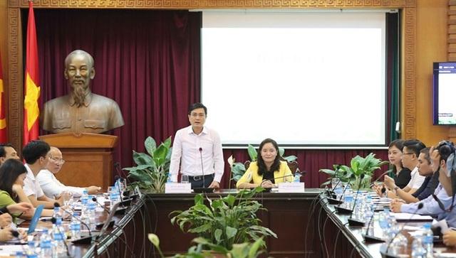Lãnh đạo Bộ VHTT&DL cùng đại diện BTC họp báo thông tin với báo giới về Ngày hội. Ảnh: Tùng Long.