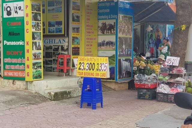 Nha Trang: Nhiều cửa hàng công khai thu đổi, niêm yết bằng ngoại tệ - 3