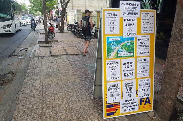 Nha Trang: Nhiều cửa hàng công khai thu đổi, niêm yết bằng ngoại tệ - 1