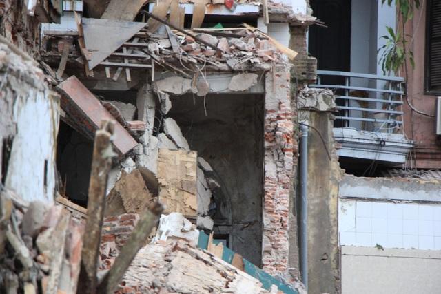 Sập tường nhà gần hồ Hoàn Kiếm, hàng trăm người hoảng loạn - 8
