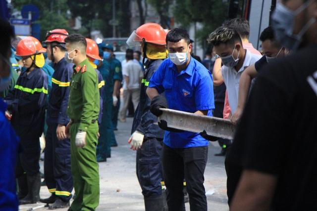 Sập tường nhà gần hồ Hoàn Kiếm, hàng trăm người hoảng loạn - 13