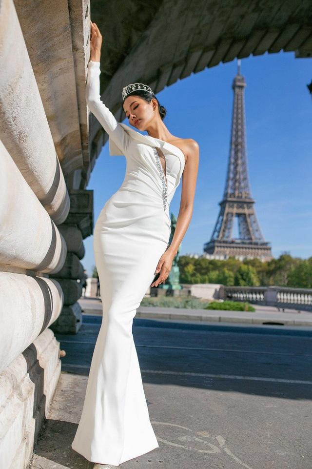 Á hậu Hoàng Thuỳ mang theo vương miện tiền tỷ rong ruổi Paris đẹp mê hồn - 6