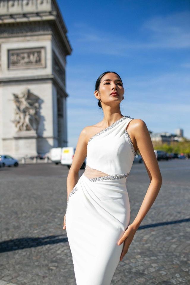 """Không phải lần đầu tiên đến Pháp nhưng trong chuyến đi vừa qua, Á hậu Hoàng Thùy có nhiều thời gian hơn để khám phá Paris xinh đẹp và trải nghiệm những nét văn hóa của """"Kinh đô ánh sáng"""" này."""