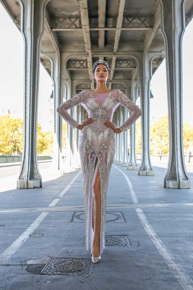 Dù vậy, nếu có cơ hội đại diện Việt Nam tại Miss Universe 2019, Á hậu Hoàng Thùy muốn mang hình ảnh khỏe khoắn, tự tin, gợi cảm nhưng có một chút huyền bí của người phụ nữ Á Đông.