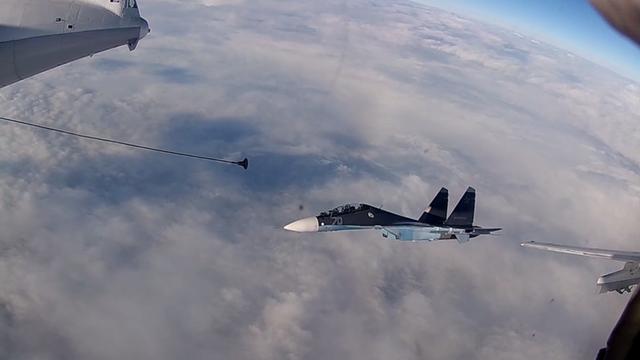 Máy bay Nga chuẩn bị tiếp nhiên liệu trên không. (Ảnh: RT)