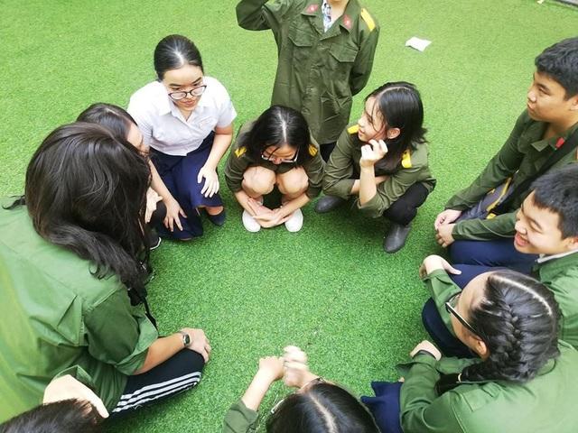 Học trò lớp 9, Trường THCS Nguyễn Du, Q.1, TPHCM trong thời gian sản xuất làm phim