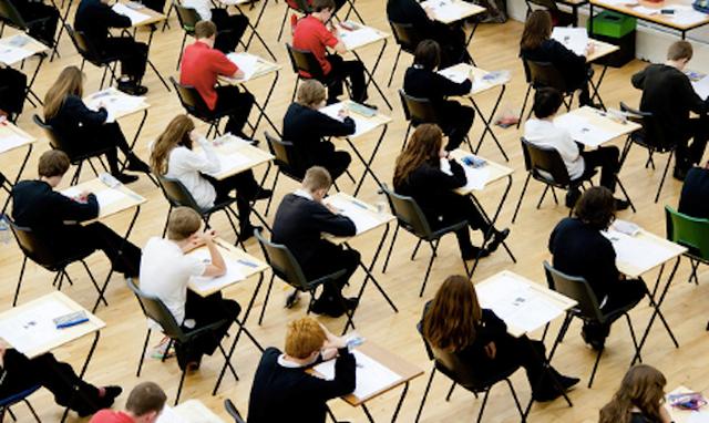Mỹ tổ chức thi chứng chỉ SAT và ACT để làm căn cứ xét tuyển đại học.