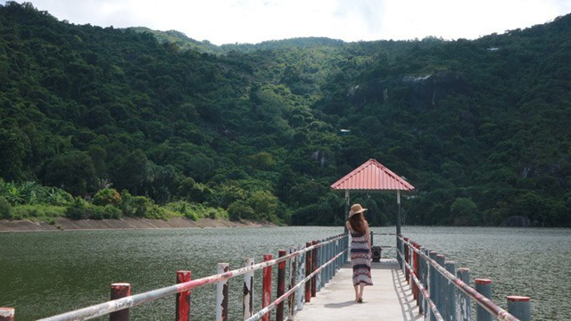 Hồ nhân tạo Soài So nằm trên sườn núi Cô Tô
