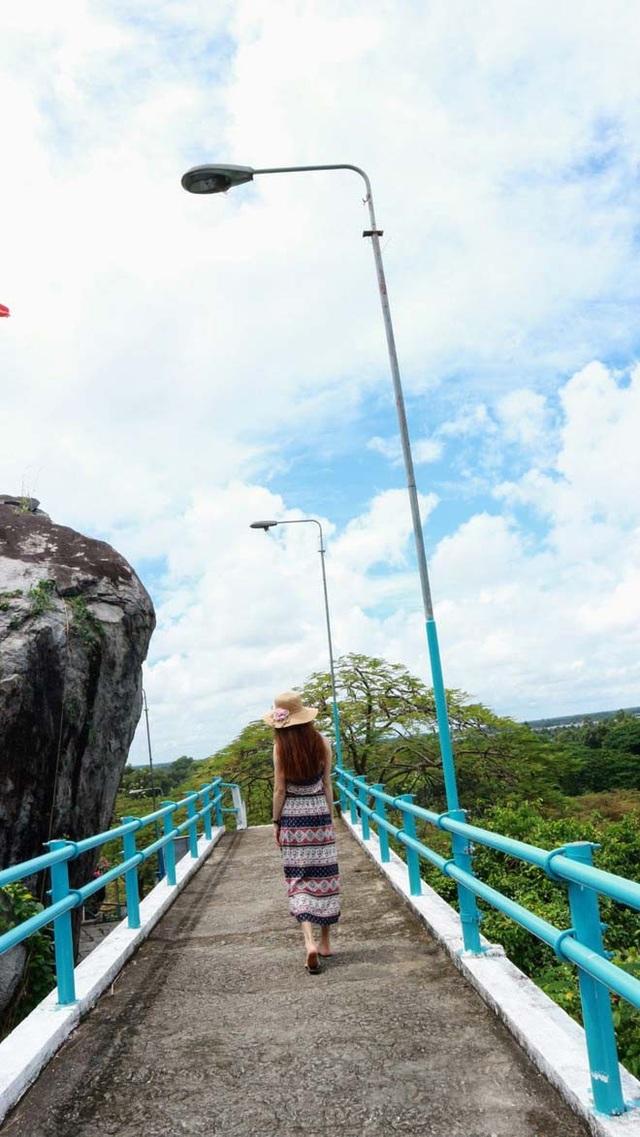 Lối đi trên đồi Tức Dụp