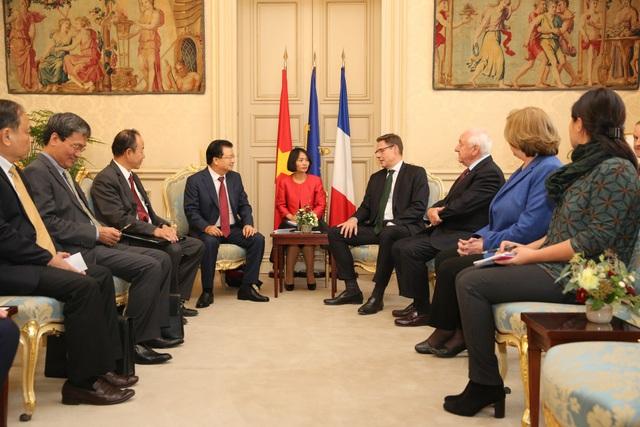 Phó Thủ tướng Trịnh Đình Dũng gặp Phó Chủ tịch Thượng viện Pháp