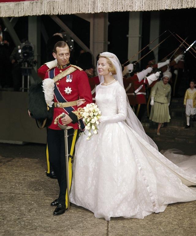 Katharine, Nữ công tước xứ Kent đã đeo vương miện kim cương, ngọc trai sang trọng khi cô kết hôn với Hoàng tử Edward, Công tước xứ Kent. Vương miện đã được tặng cho bà bởi mẹ chồng, công chúa Marina