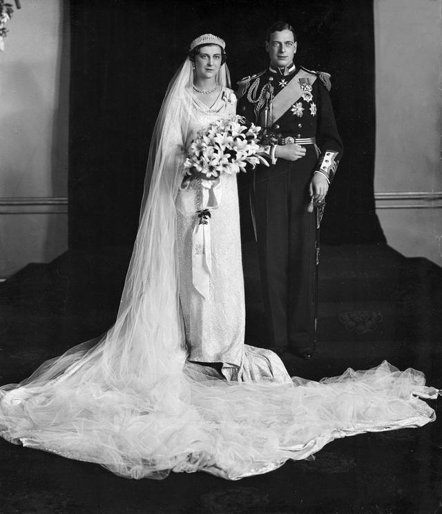 Công chúa Marina đã được trao vương miện kim cương bởi thành phố Luân Đôn trong ngày cưới của bà khi bà kết hôn với Hoàng tử George, Công tước xứ Kent vào ngày 29/11/1934
