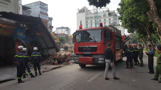 Lực lượng cứu hộ cứu nạn có mặt tại hiện trường.