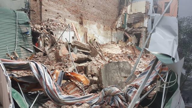 Sập tường nhà gần hồ Hoàn Kiếm, hàng trăm người hoảng loạn - 2