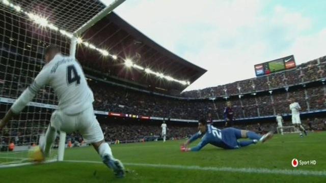 Ramos bất lực trong việc ngăn chặn bàn thắng của Coutinho