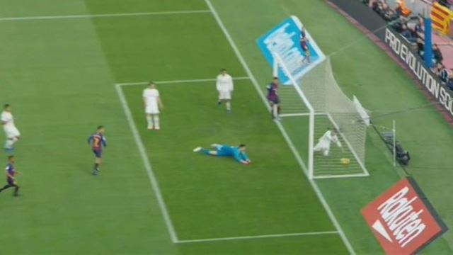 Barcelona 5-1 Real Madrid: Cú hattrick của Luis Suarez - 19