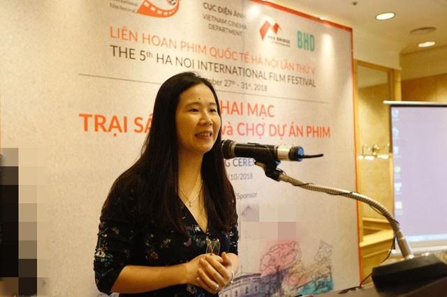 Bà Ngô Thị Bích Hạnh phát biểu trong buổi khai mạc Trại sáng tác và Chợ dự án phim - LHP Quốc tế Hà Nội lần thứ V.