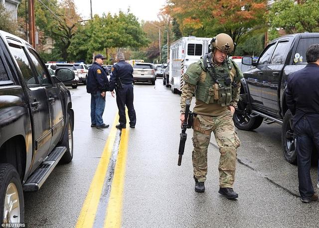 Cảnh sát Mỹ ở hiện trường vụ việc (Ảnh: Reuters)
