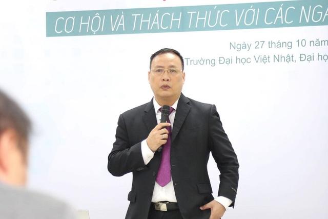 GS.TSKH Nguyễn Đình Đức - ĐH Quốc gia Hà Nội phát biểu tại hội thảo