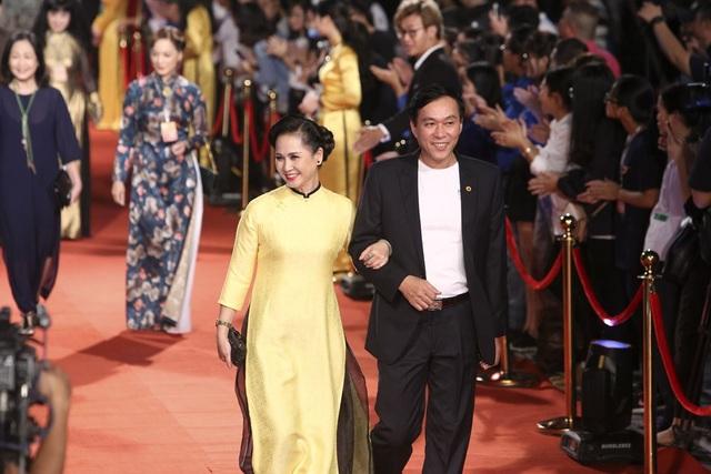 Vợ chồng nghệ sĩ Lan Hương - Đỗ Kỷ.
