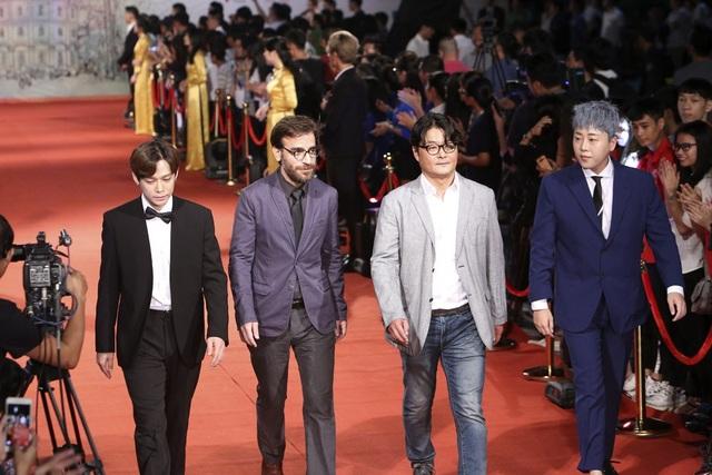 Nghệ sĩ Việt và quốc tế lộng lẫy trên thảm đỏ LHP Quốc tế Hà Nội V - 22