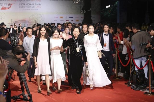 Đạo diễn Nguyễn Hoàng Điệp và nhiều vị khách quốc tế.
