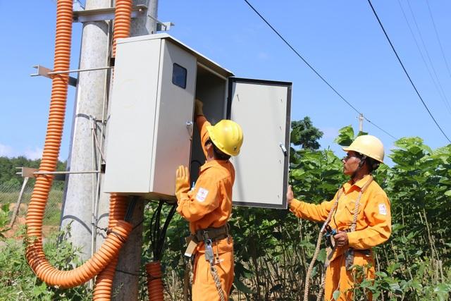 Nhiều năm sống thiếu điện, nay bà con đã có điện lưới quốc gia