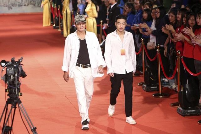 Nam diễn viên Hoài Nam và con trai.
