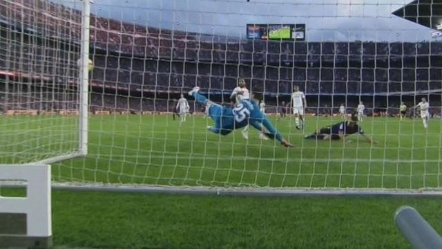 Tình huống đánh đầu cận thành bỏ lỡ cơ hội đáng tiếc của Suarez