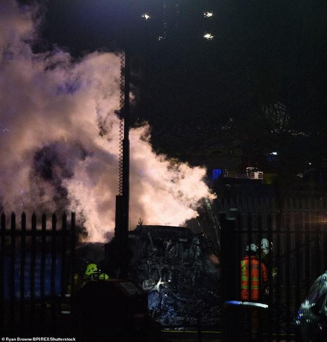 Trực thăng của ông chủ đội bóng Leicester City phát nổ thành cầu lửa - 9