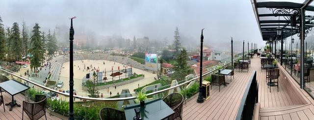 Từ Sky Bar của BB Hotel, du khách có thể ngắm trọn vẹn thị trấn Sapa