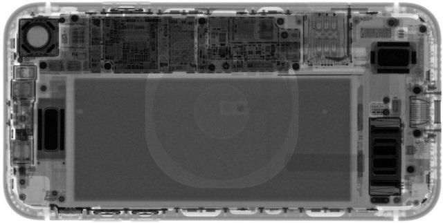 """""""Mổ xẻ"""" iPhone XR giá trẻ vừa """"lên kệ"""": Pin siêu tốt - 1"""