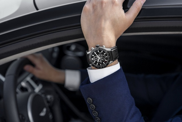 Chiêm ngưỡng tuyệt phẩm đồng hồ Tag Heuer mới làm cho chủ xe Aston Martin - 1
