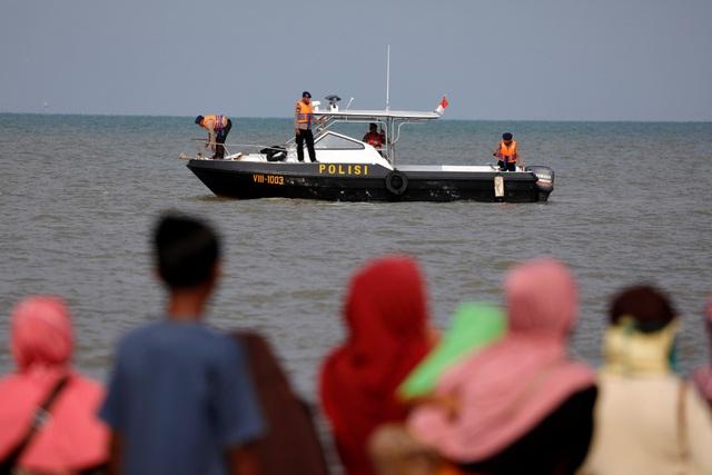 Lực lượng tìm kiếm cứu hộ tiếp tục tìm kiếm các nạn nhân trong vụ rơi máy bay Lion Air và trục vớt hộp đen để phục vụ điều tra. (Ảnh: Reuters)