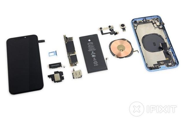 """""""Mổ xẻ"""" iPhone XR giá trẻ vừa """"lên kệ"""": Pin siêu tốt - 4"""