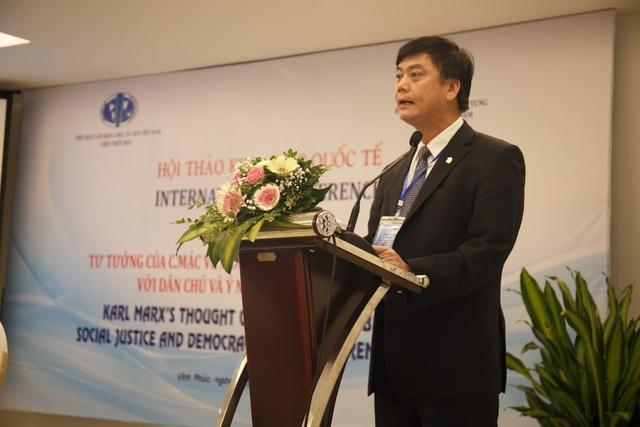 GS.TS. Phạm Văn Đức, Phó Chủ tịch Viện Hàn lâm Khoa học xã hội Việt Nam phát biểu khai mạc hội thảo