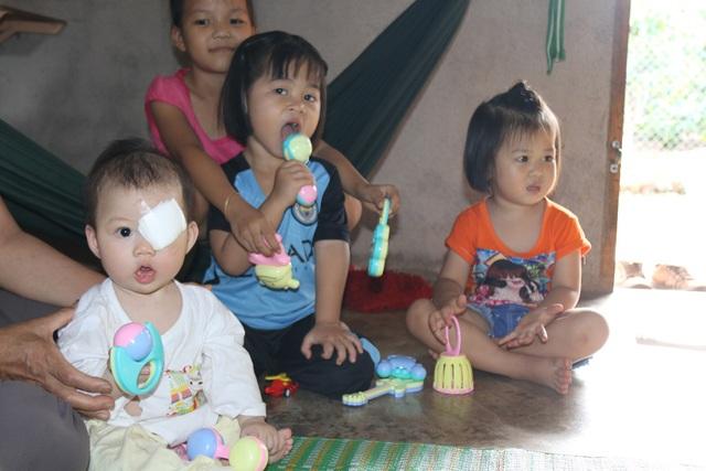 Việc bỏ mắt trái là biện pháp duy nhất để giữ Quỳnh Chi được ở lại với gia đình