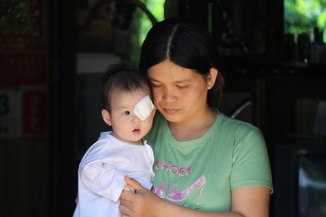 Cô bé có khuôn mặt thiên thần, ngoan ngoãn, nhưng kiên cường chống chọi với bệnh tật