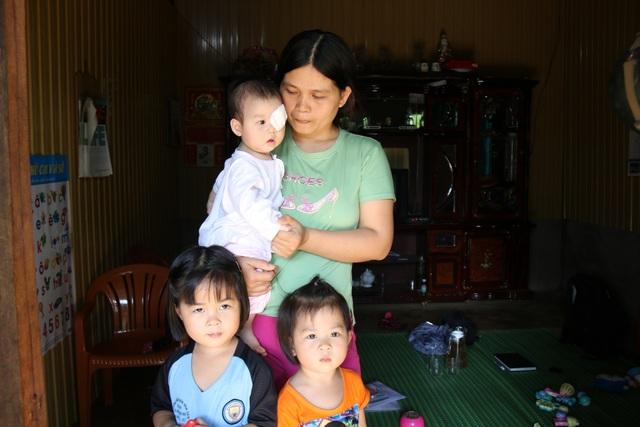 Hiện tại cả gia đình chị Thắm đang sống nhờ trên mảnh đất của nhà mẹ đẻ