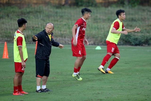 HLV Park Hang Seo chưa vội vàng tìm hậu vệ phải thay Vũ Văn Thanh (ảnh: Gia Hưng)