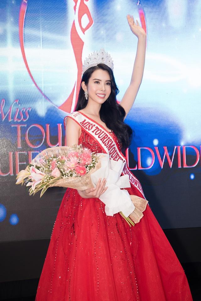 Huỳnh Vy đăng quang Hoa hậu Du lịch Thế giới 2018 - Ảnh 2.