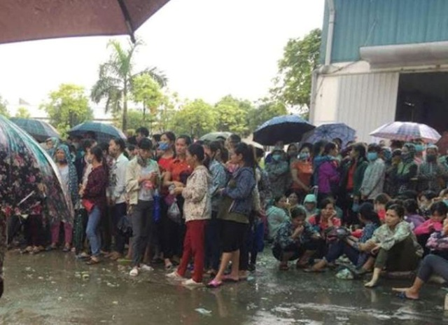 Công nhân Công ty TNHH Ivory Việt Nam đình công từ ngày 18/10.