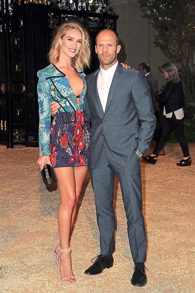Tài tử Jason Statham bên bạn đời - người mẫu Rosie Huntington-Whiteley