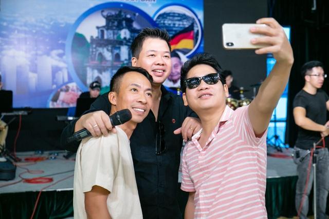 Tam ca nhạc đỏ: Đăng Dương, Việt Hoàn, Trọng Tấn.